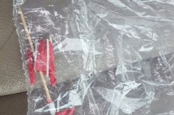 В сети высмеяли перепутавшего зонтик для коктейля с наркотиками американца
