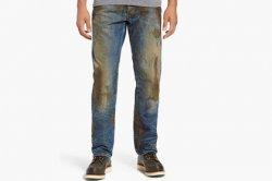 В сети посмеялись над джинсами с фейковой грязью за 400 долларов