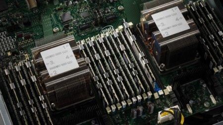 Intel показала память DIMM 3D XPoint