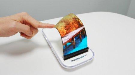 Samsung показала растягивающийся дисплей