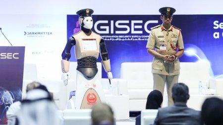 Полиция Дубая приняла на службу робота
