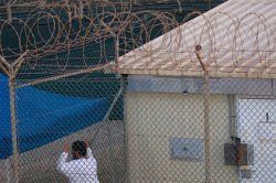 Заключенные Гуантанамо пожаловались на «пытки» каналом RT