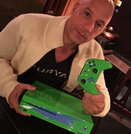 Microsoft сделала специальную Xbox One S в честь Пола Уокера