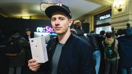 В очередь за iPhone 8 в России выстроились десятки человек