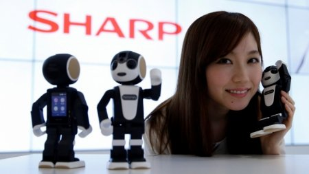 Sharp выпустила доступную версию робота-смартфона RoBoHoN