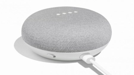 «Умная» колонка Google Home Mini шпионит за пользователями