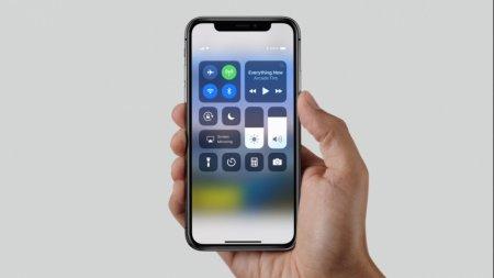 Apple выпустит вдвое меньше iPhone X, чем планировала