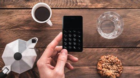 Смартфон NichePhone-S размером с кредитку стоит дешевле 100 долларов