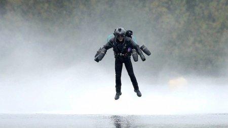 Изобретатель установил рекорд скорости в костюме Железного человека
