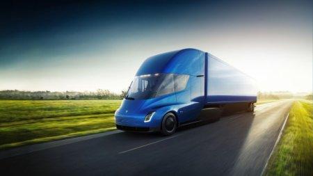 Tesla представила электрический грузовик Semi