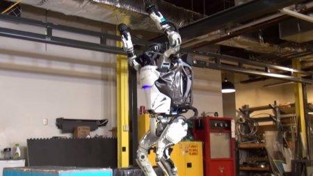 Человекоподобный робот Atlas сделал обратное сальто