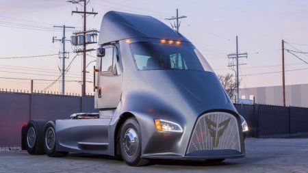 У электрического грузовика Tesla Semi появился конкурент