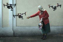 Россиянам предрекли будущее с летающими трамваями и кормящими дронов бабушками