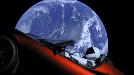 SpaceX отправила электромобиль Tesla Roadster в космос