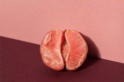 Журналистка взбесилась из-за обилия рекламы критических дней в розовых тонах