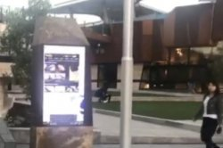 Прохожих атаковали порно с экрана на площади