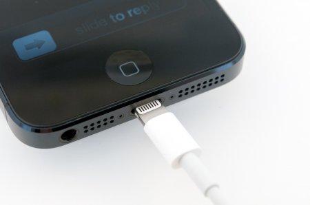 iPhone X должен был лишиться порта Lightning