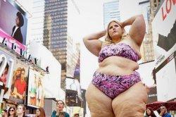 150-килограммовая блогер вышла на улицу в бикини и стала жертвой домогательств