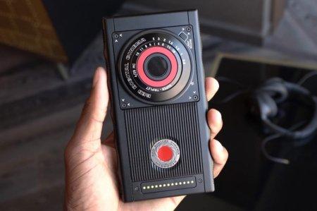 «Голографический смартфон» RED Hydrogen One прошёл сертификацию