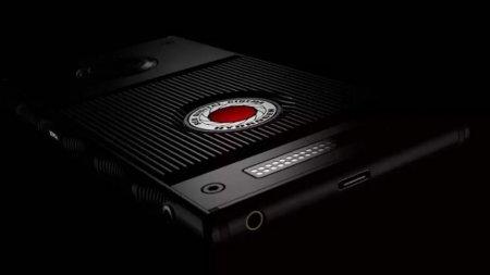 Названа дата начала продаж смартфона RED Hydrogen One