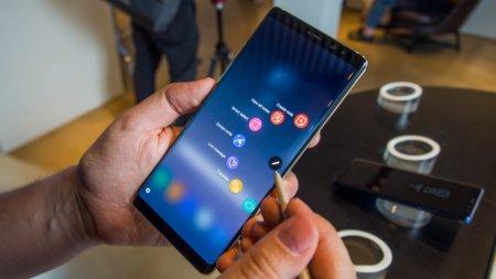 Смартфон Samsung Galaxy Note9 загорелся в женской сумочке