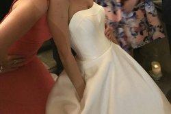 В сети принялись восхвалять необычную деталь на платье невесты