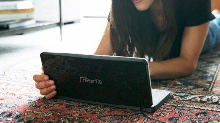 Начат сбор денег на электронную пишущую машинку с экраном E Ink