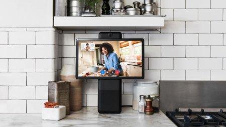 Facebook представила умный дисплей для видеосвязи и конференций