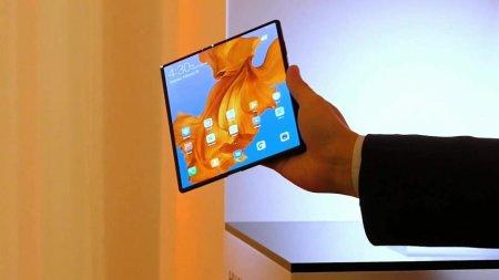 Опубликованы живые фото складного смартфона Huawei Mate X