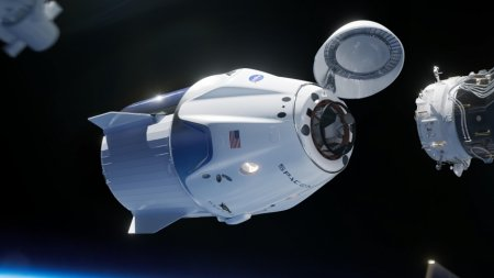 SpaceX запустила космический корабль Crew Dragon