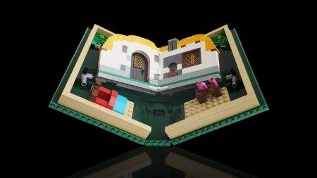LEGO представила пародию на складной смартфон под названием LEGO Fold