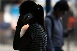 Мужчина одолжил возлюбленной телефон и уличил ее в измене