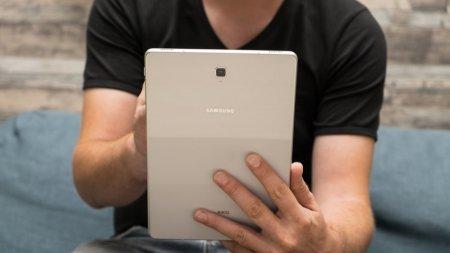 Samsung готовит увеличенные версии Galaxy Fold