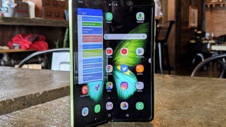 Ресурс iFixit убрал материалы о разборке гибкого смартфона Galaxy Fold