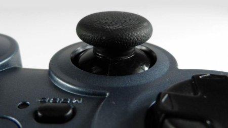 Logitech запатентовала геймпад с сенсорной панелью