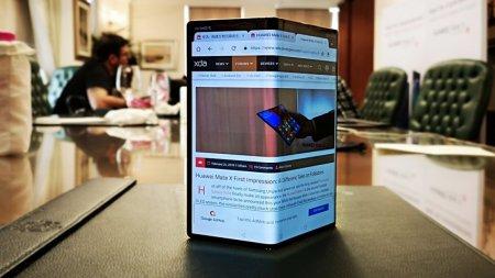 Глава Huawei показал обновлённый дизайн складного смартфона Mate X