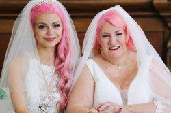 Блогершу атаковали хамы после свадьбы с 61-летней дамой
