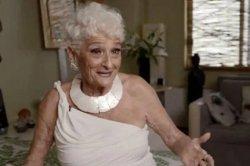 83-летняя пользовательница Tinder похвасталась свиданиями с молодыми парнями