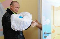 Отец придумал правила посещения новорожденного и взбесил родственников