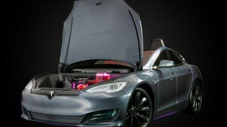 Origin PC собрала игровой PC в корпусе игрушечной Tesla Model S
