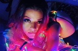 Девушка-механик втайне снимала порно и лишилась работы