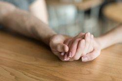 Мать запретила сыну оставаться наедине с возлюбленной и объяснилась