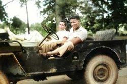 Парень нашел архивный снимок и рассказал удивительную историю своей семьи