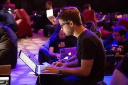 Россияне раскрыли свое отношение к хакерам